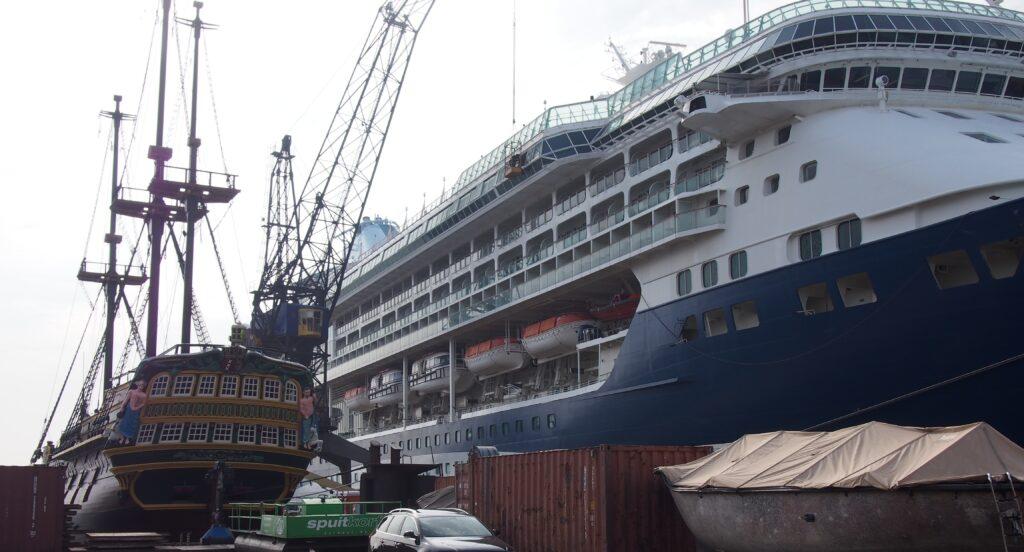 Cruiseschepen en dingen die voorbijgaan nr. 4