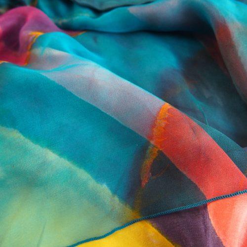 zijden lagen op een lijkwade van linnen